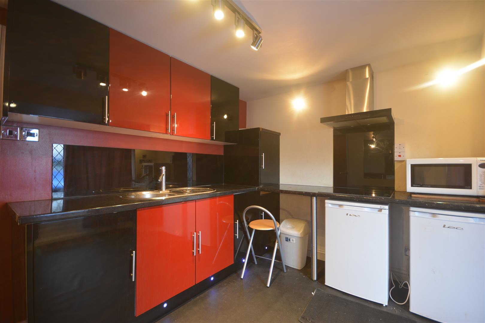 annex kitchen .JPG